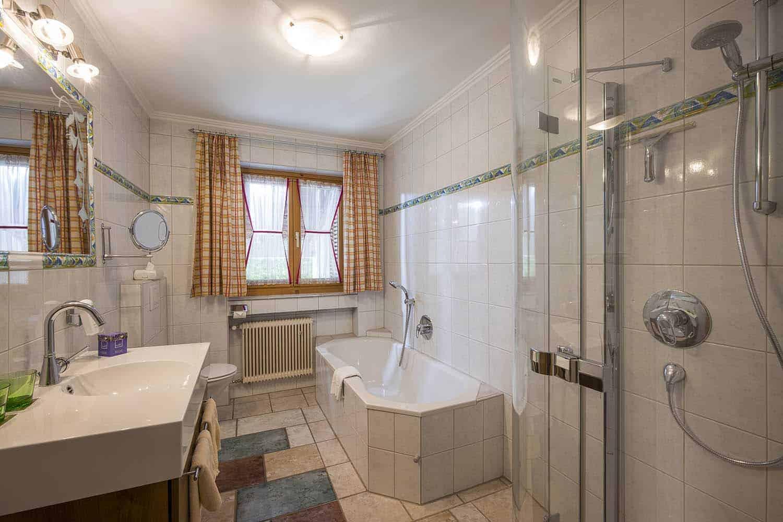 Ferienwohnungen am Roemerweg Penzinghof Oberndorf Badezimmer